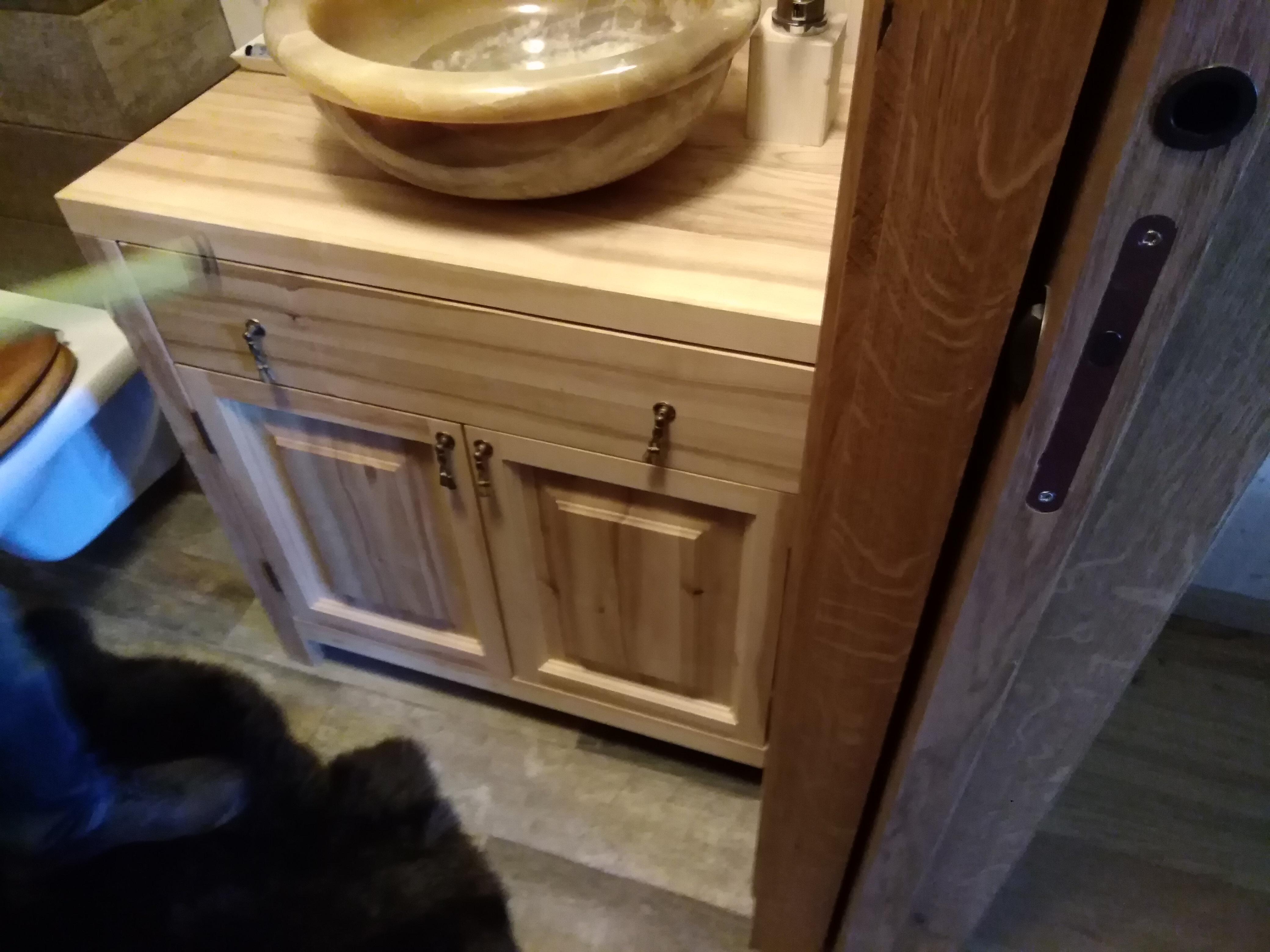 skříňka pod umyvadlo - masiv dub drátkovaný